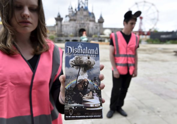 apathetic-attendants-wear-safety-vests-and-mouse-ear-hats-while-telling-guests-to-end-joy-the-attractions-heres-one-showing-off-the-parks-terrifying-brochures